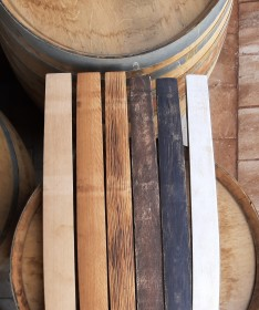 Behandelte Fassdauben aus Rotwein-Weinfass