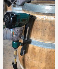 Weinfassdauben verklammern