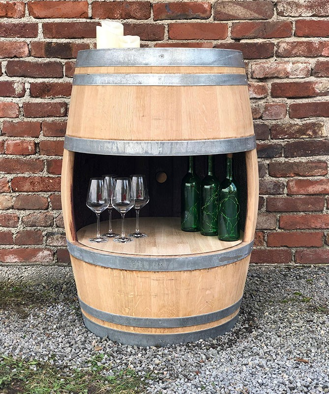 Weinfass Bar, ganzes Fass, kleine Öffnung