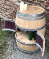 Weinfassbar mit kleinen Türen