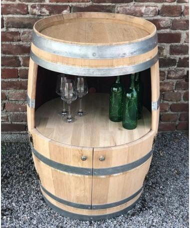 Weinfassbar mit großer Öffnung und kleinen Türen